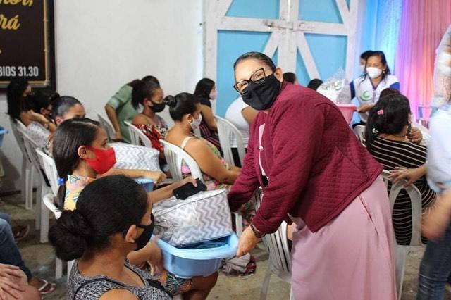 Governo de Catende entrega Kits de Enxovais