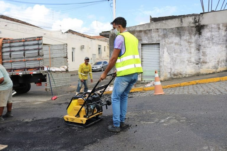 Operação Tapa-Buraco continua pelas ruas de Catende